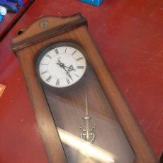 Relojes automáticos: BJS. RELOJ DE PARED. FUNCIONA A PILAS. Lote 151728422