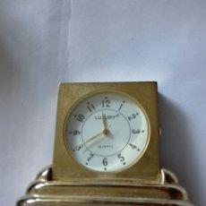 Relojes automáticos: RELOJ DORADO MINIATURA A PILAS. Lote 164225418