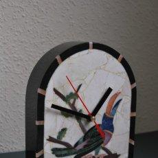 Relojes automáticos: RELOJ DE SOBREMESA - MOSALITE - BRASIL - MOSAICO DE MINERALES - TUCÁN. Lote 165954322