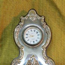 Relojes automáticos: RELOJ DE SOBREMESA CON PLACA DE PLATA DE LEY. Lote 169747324