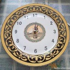 Relojes automáticos: RELOJ SOBRE PLATO PORCELANA CHINA DECORACION ARABE MEZQUITA MECA 27 CM DE DIÁMETRO. Lote 179203773