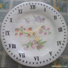 Relojes automáticos: RELOJ SOBRE PLATO PORCELANA ARRANDIZ DECORADO CON FRUTAS Y FLORES SILVESTRES 26 CM DE DIÁMETRO. Lote 179203848