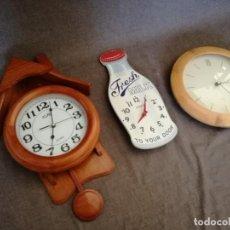 Relojes automáticos: LOTE DE 3 RELOJES DE PARED, DOS DE MADERA. Lote 194393983