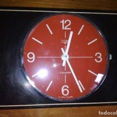 Relojes automáticos: RELOJ TITAN DE PARED . Lote 194738991