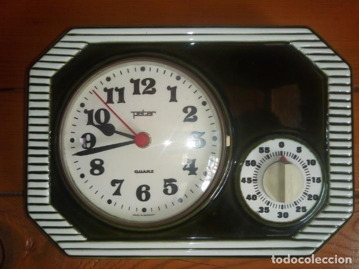 ANTIGUO RELOJ DE COCINA CON CRONOMETRO MARCA PETER DE PORCELANA FABRICACIÓN ALEMANA (Relojes - Relojes Automáticos)