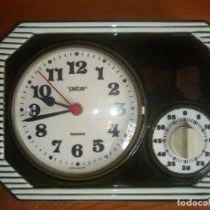 Relojes automáticos: ANTIGUO RELOJ DE COCINA CON CRONOMETRO MARCA PETER DE PORCELANA FABRICACIÓN ALEMANA . Lote 195380985