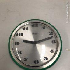 Relojes automáticos: ANTIGUO RELOJ DE PARED. Lote 196012103