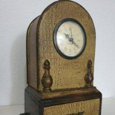 Relojes automáticos: RELOJ MADERA CON CAJON. Lote 197720505