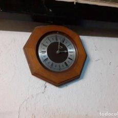 Relojes automáticos: RELOJ DE PARED EXAGONAL. Lote 200794953