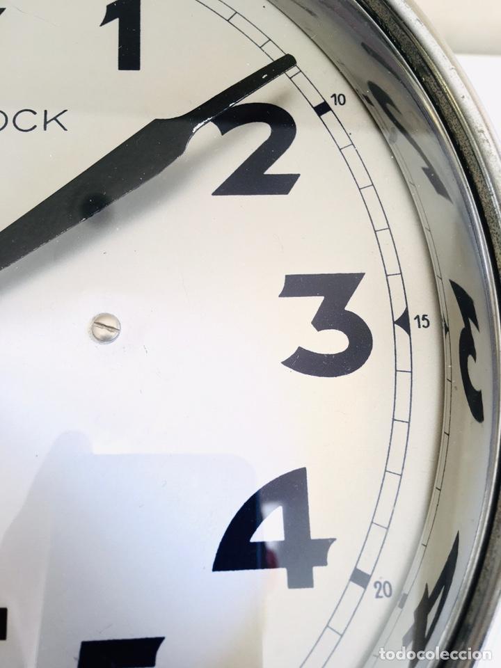 Relojes automáticos: BULLE-CLOCK OB84 RELOJ DE PARED INDUSTRIAL REDONDO DE MECANISMO ELÉCTRICO EN CAJA CROMADA - Foto 3 - 54600864