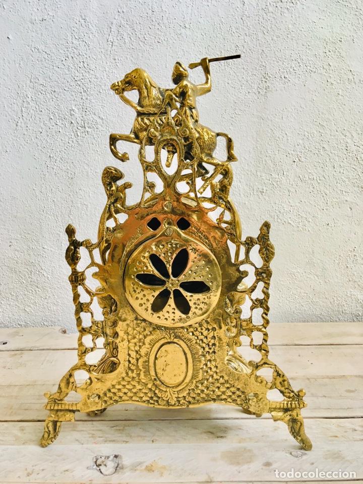 Relojes automáticos: RELOJ DE BRONCE DE SOBREMESA AÑOS 60s CON FIGURA DE JINETE A CABALLO Y MÁQUINA DE CUARZO - Foto 9 - 216404468