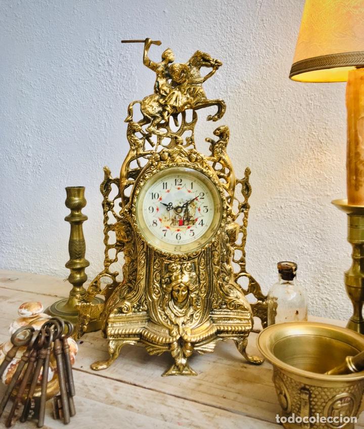 Relojes automáticos: RELOJ DE BRONCE DE SOBREMESA AÑOS 60s CON FIGURA DE JINETE A CABALLO Y MÁQUINA DE CUARZO - Foto 10 - 216404468