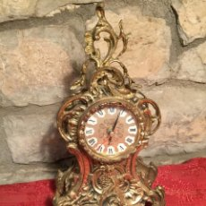 Relojes automáticos: ANTIGUO RELOJ DE BRONCE CON BONITA CAJA DE ESTILO BARROCO CON MAQUINARÍA DE LOS AÑOS 80. Lote 224393793