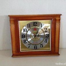 Relojes automáticos: RELOJ DE PARED, GRAN FORMATO, CON MARCO DE MADERA, FUNCIONANDO. Lote 235155415