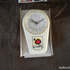 Relojes automáticos: CURIOSO RELOJ CON IMÁN Y PINZA, CON LOGOTIPO DE ESPAÑA, EN SU CAJA, FUNCIONANDO. Lote 235800975