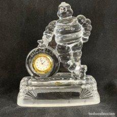 Relojes automáticos: RELOJ SOBREMESA PUBLICIDAD MUÑECO MICHELIN BIBENDUM CRISTAL D ARQUES. Lote 270364173