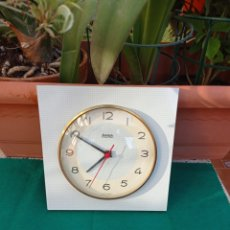Relojes automáticos: RELOJ COCINA FORMICA ELECTRIC B.ELUX VINTAGE,FUNCIONA. Lote 270371663