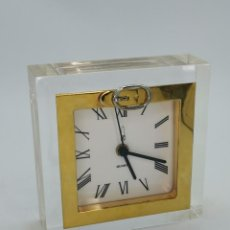 Orologi automatici: ANTIGUO PRECIOSO RELOJ DE METACRILATO Y METAL. 16X16 CM.. Lote 294450868