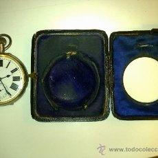 Relojes de bolsillo: CURIOSO RELOJ DE BOLSILLO (6CM. DE ESFERA) + ESTUCHE DE PIEL QUE LO HACE DE MESA. Lote 30947533