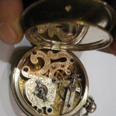 Relojes de bolsillo: RELOJ DE BOLSILLO, ESFERA PLATEADA Y ADORNOS DORADOS, DE COLECCIÓN -MAQUINA CINCELADA. Lote 57757279