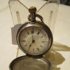 Relojes de bolsillo - Reloj de bolsillo en plata con guardapolvos decorados. 3,2 cms. diámetro sin corona. Funcionando. - 43269537
