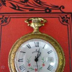 Relojes de bolsillo: RELOJ SUIZO DE BOLSILLO ZOMORROD 17 RUBIES CON CALENDARIO Y RELIEVE DE ESCENA DE CAZA - FUNCIONANDO. Lote 43670614