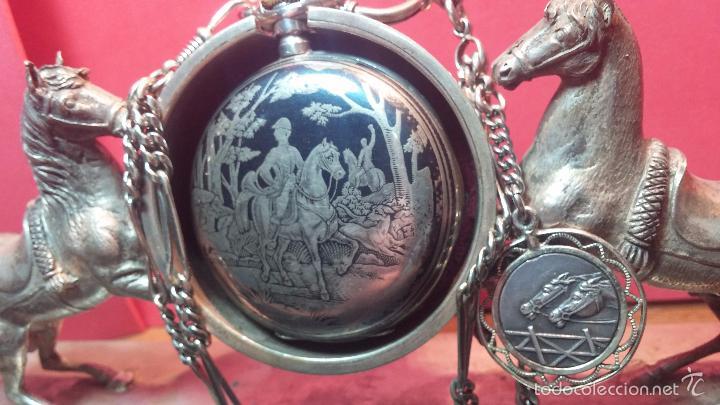 Relojes de bolsillo: Bello conjunto del siglo XIX formado por un reloj de tirete, leontina y su relojera de plata maciza - Foto 9 - 49055502