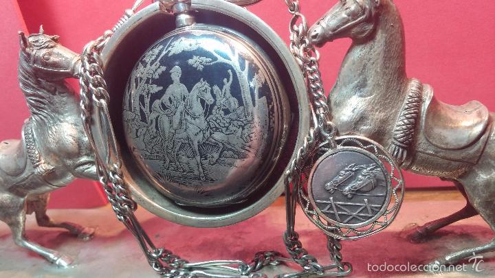 Relojes de bolsillo: Bello conjunto del siglo XIX formado por un reloj de tirete, leontina y su relojera de plata maciza - Foto 11 - 49055502