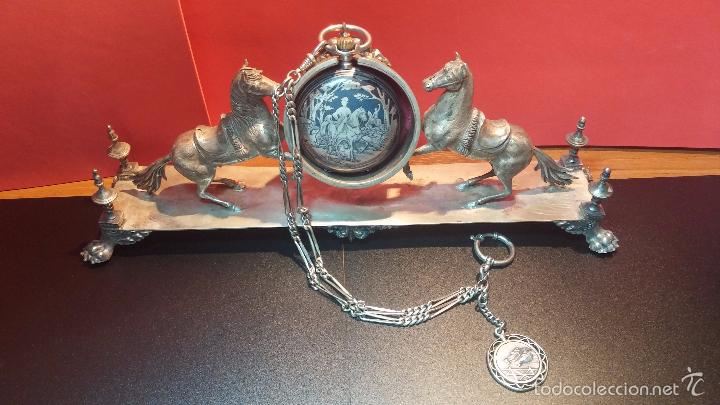 Relojes de bolsillo: Bello conjunto del siglo XIX formado por un reloj de tirete, leontina y su relojera de plata maciza - Foto 14 - 49055502
