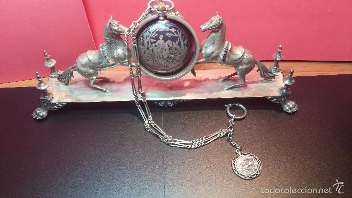 Relojes de bolsillo: Bello conjunto del siglo XIX formado por un reloj de tirete, leontina y su relojera de plata maciza - Foto 15 - 49055502