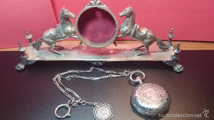 Relojes de bolsillo: Bello conjunto del siglo XIX formado por un reloj de tirete, leontina y su relojera de plata maciza - Foto 16 - 49055502