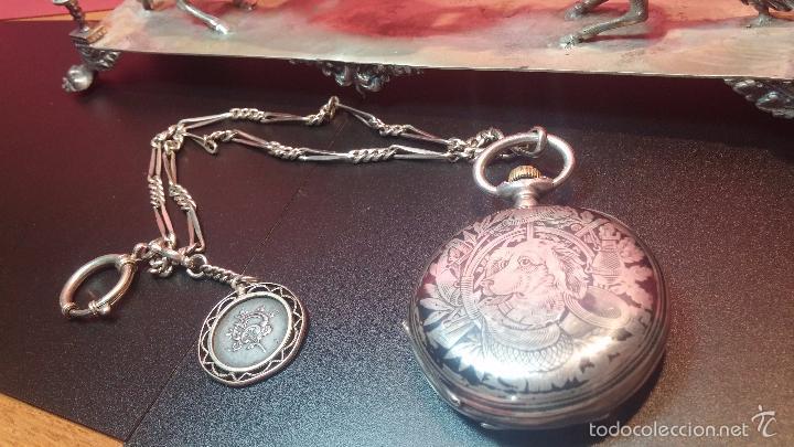 Relojes de bolsillo: Bello conjunto del siglo XIX formado por un reloj de tirete, leontina y su relojera de plata maciza - Foto 18 - 49055502