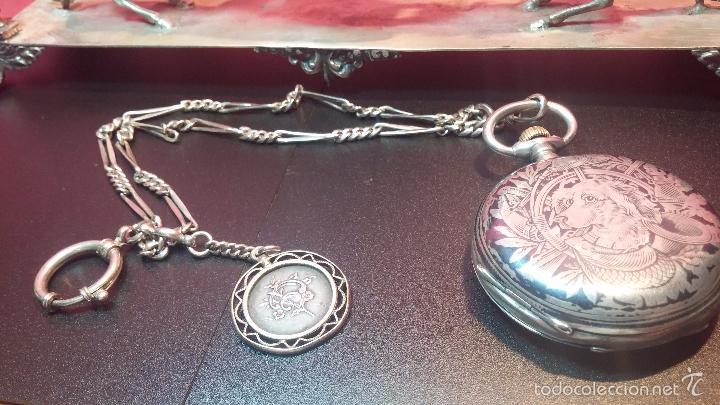 Relojes de bolsillo: Bello conjunto del siglo XIX formado por un reloj de tirete, leontina y su relojera de plata maciza - Foto 21 - 49055502