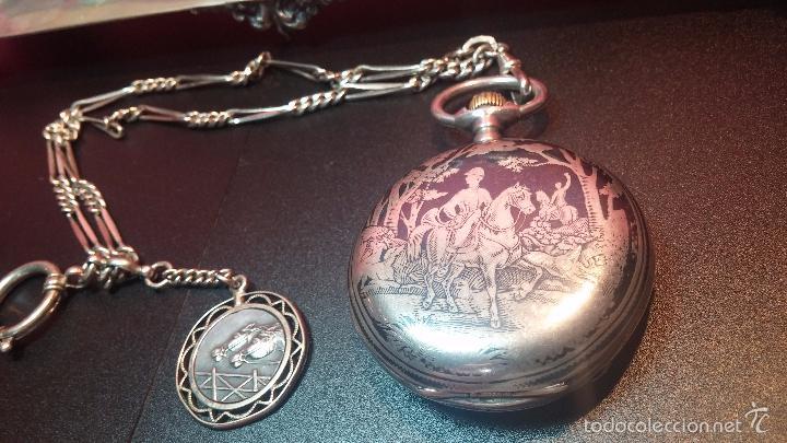 Relojes de bolsillo: Bello conjunto del siglo XIX formado por un reloj de tirete, leontina y su relojera de plata maciza - Foto 22 - 49055502