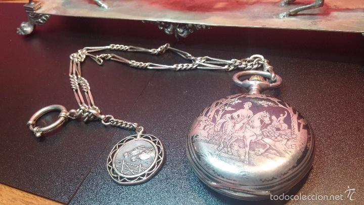 Relojes de bolsillo: Bello conjunto del siglo XIX formado por un reloj de tirete, leontina y su relojera de plata maciza - Foto 24 - 49055502