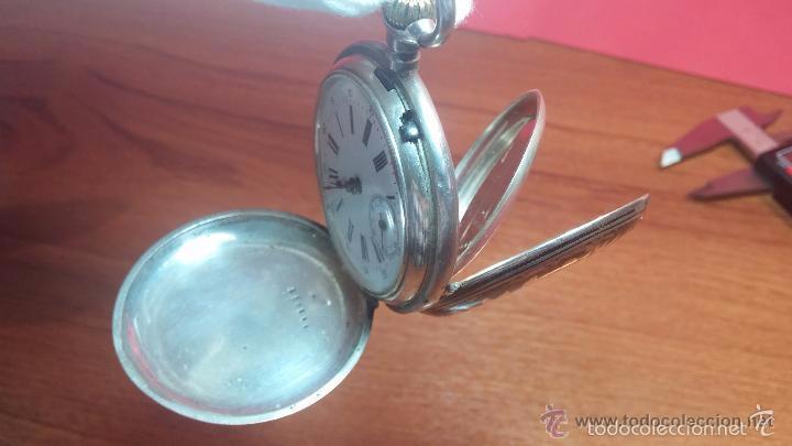 Relojes de bolsillo: Bello conjunto del siglo XIX formado por un reloj de tirete, leontina y su relojera de plata maciza - Foto 75 - 49055502