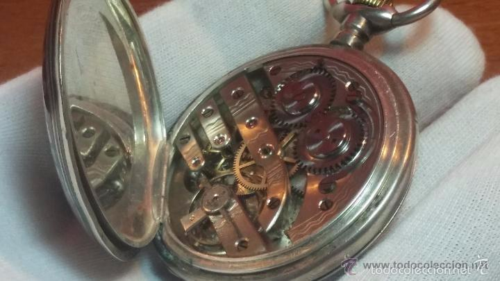 Relojes de bolsillo: Bello conjunto del siglo XIX formado por un reloj de tirete, leontina y su relojera de plata maciza - Foto 79 - 49055502