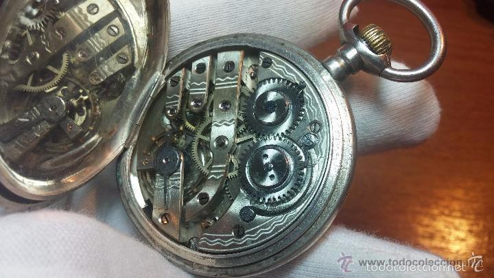 Relojes de bolsillo: Bello conjunto del siglo XIX formado por un reloj de tirete, leontina y su relojera de plata maciza - Foto 83 - 49055502