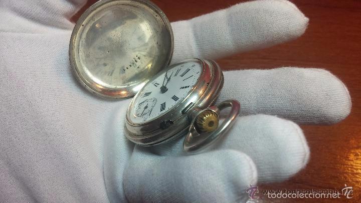 Relojes de bolsillo: Bello conjunto del siglo XIX formado por un reloj de tirete, leontina y su relojera de plata maciza - Foto 100 - 49055502