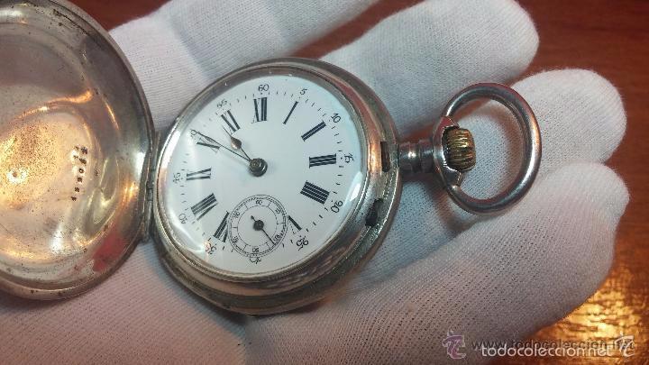 Relojes de bolsillo: Bello conjunto del siglo XIX formado por un reloj de tirete, leontina y su relojera de plata maciza - Foto 105 - 49055502