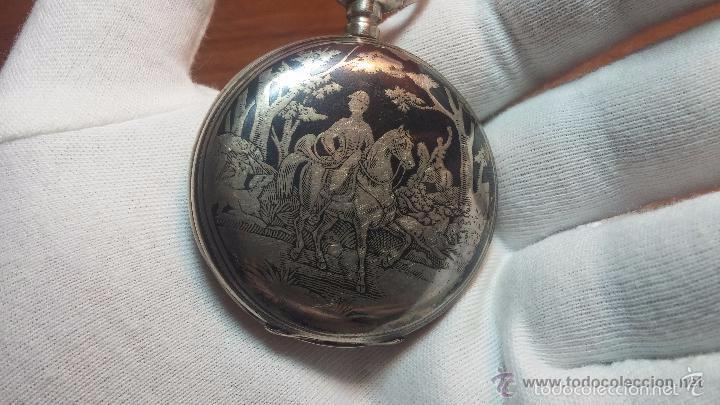 Relojes de bolsillo: Bello conjunto del siglo XIX formado por un reloj de tirete, leontina y su relojera de plata maciza - Foto 112 - 49055502