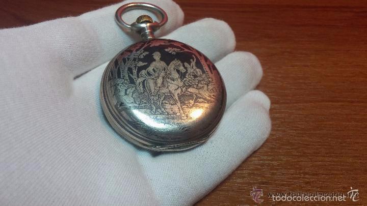 Relojes de bolsillo: Bello conjunto del siglo XIX formado por un reloj de tirete, leontina y su relojera de plata maciza - Foto 122 - 49055502