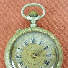 Relojes de bolsillo: RE395. RELOJ DE BOLSILLO. CAJA EN METAL DORADO. LABRADO. SISTEMA ROSCOPF. SIGLO XX.. Lote 62982860