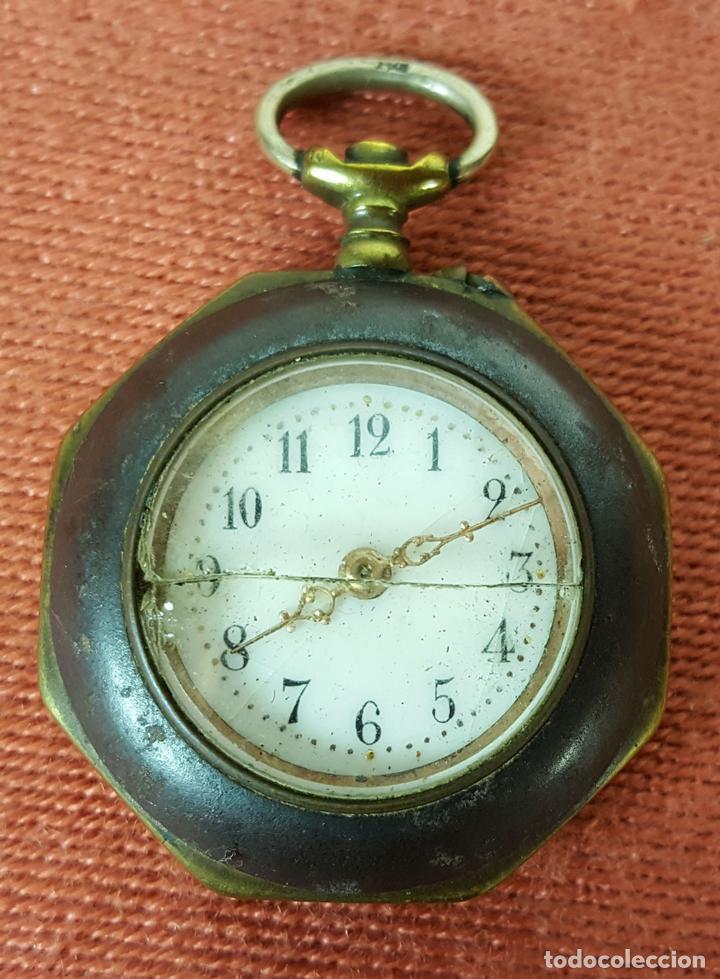RE414. RELOJ COLGANTE. FORMA EXAGONAL. MODERNISTA. CIRCA 1940. (Relojes - Bolsillo Carga Manual)