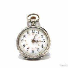 Relojes de bolsillo: ANTIGUO Y PEQUEÑO RELOJ DE BOLSILLO DE MUJER EN PLATA CINCELADA ESFERA DE PORCELANA - FINALES S.XIX. Lote 65791426