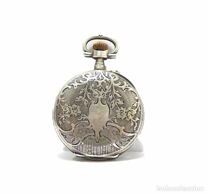 Relojes de bolsillo: Antiguo y pequeño reloj de bolsillo de mujer en plata cincelada esfera de porcelana - Finales S.XIX - Foto 2 - 65791426