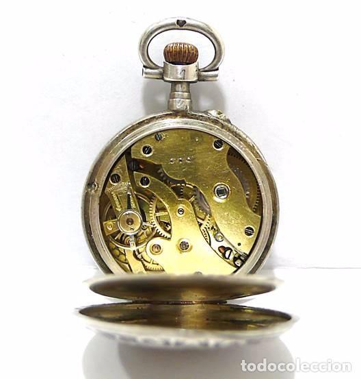Relojes de bolsillo: Antiguo y pequeño reloj de bolsillo de mujer en plata cincelada esfera de porcelana - Finales S.XIX - Foto 3 - 65791426