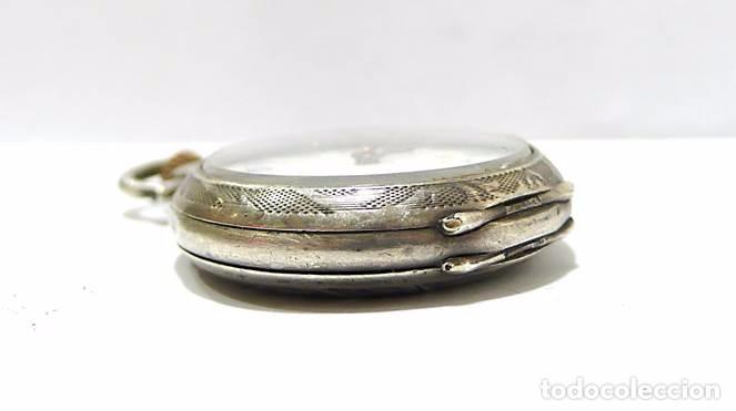 Relojes de bolsillo: Antiguo y pequeño reloj de bolsillo de mujer en plata cincelada esfera de porcelana - Finales S.XIX - Foto 4 - 65791426