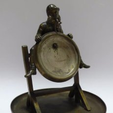 Relojes de bolsillo: ANTIGUO SOPORTE DE SOBREMESA O MESITA DE NOCHE DE BRONCE PARA RELOJ DE BOLSILLO- SIGLO XIX. Lote 67616725