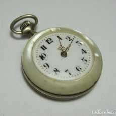 Relojes de bolsillo: RELOJ DE BOLSILLO O SABONETA. CARGA MANUAL. CAJA DE NÁCAR, ESFERA DE PORCELANA Y AGUJAS DE ORO.. Lote 81021456